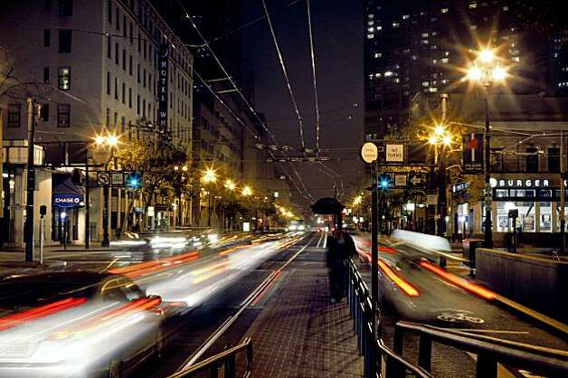 Traffic on Market Street at 8th St. in San Francisco, Calif., on Thursday, September 24, 2009. Starting Sept. 29 the city is launching a six week pilot project that will require cars heading East  on Market toward the Ferry Building to turn off at 8th or 6th streets. Photo: Liz Hafalia, The Chronicle