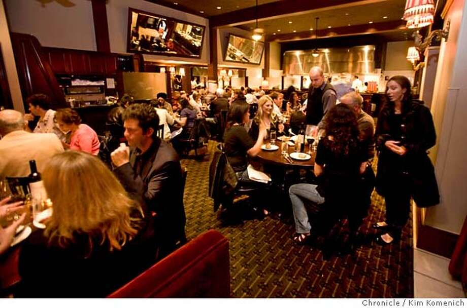###Live Caption:The main dining room is photographed at Joey and Eddie's in San Francisco, Calif., on Saturday, May 3, 2008 Photo by Kim Komenich / San Francisco Chronicle###Caption History:The main dining room is photographed at Joey and Eddie's in San Francisco, Calif., on Saturday, May 3, 2008 Photo: Kim Komenich