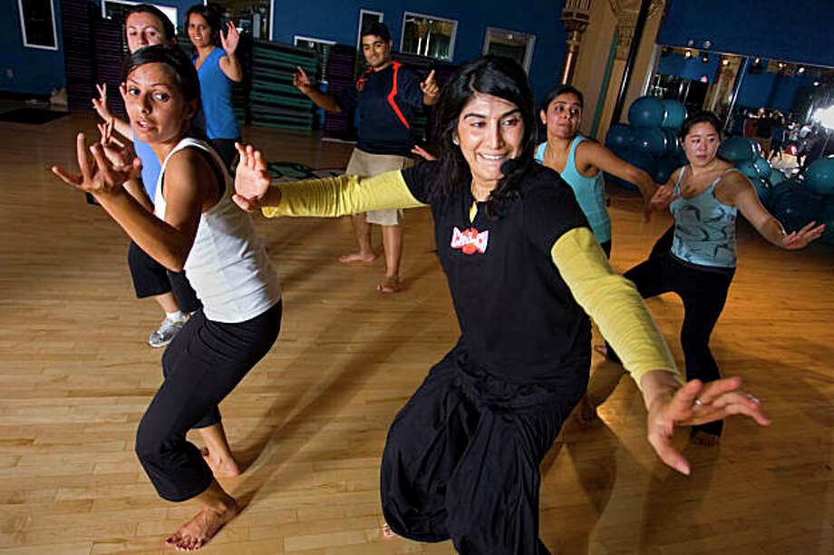 """Sarina Jain, fun style keeps student entertained as they heats up Crunch gym during a  Baliwood style """"Masala Bhangra Workout ¨,"""" in San Francisco, Calif. on Friday, August 28, 2009.    Kat Wade / Special to the Chronicle Photo: Kat Wade, Special To The Chronicle / SFC"""