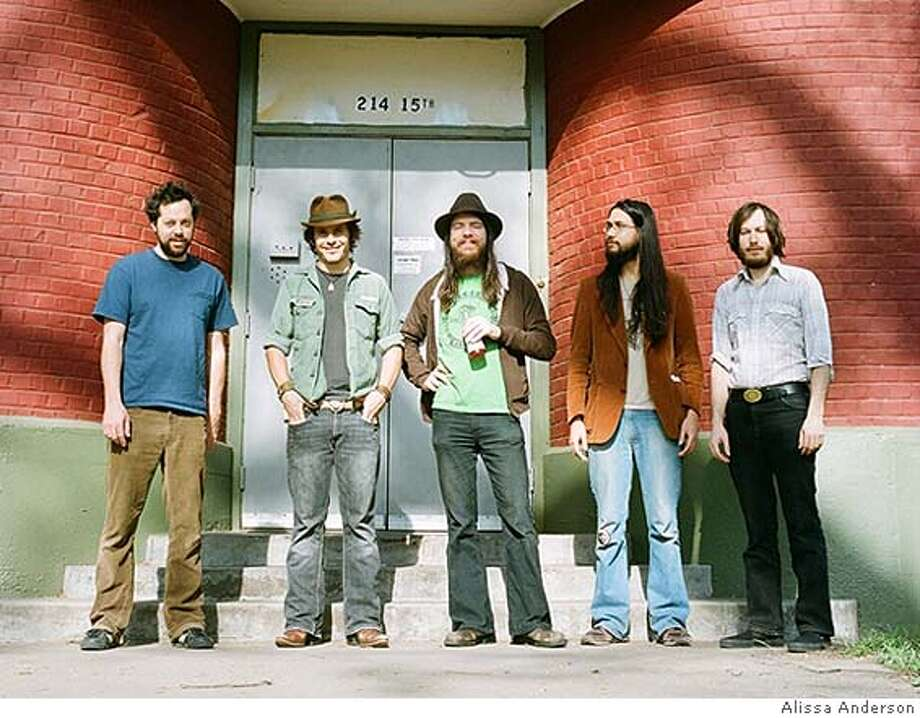 Thle band Vetiver Ran on: 05-04-2008  Vetiver: The San Francisco band's new album of covers, &quo;A Thing of the Past,&quo; combines its languid folk rock with a compelling cross section of source material. Photo: Alissa Anderson