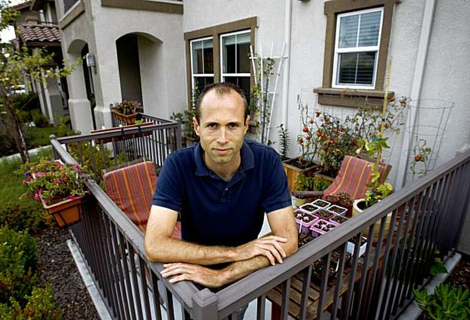 Graeme Card is seen on the front patio of his home in San Pablo, Calif., on Wednesday, Sept. 23, 2009. Card's condo is only worth half of the $401,000 he paid for it four years ago and has been trying unsuccessfully to get his lender to modify the loan. Photo: Paul Chinn, The Chronicle
