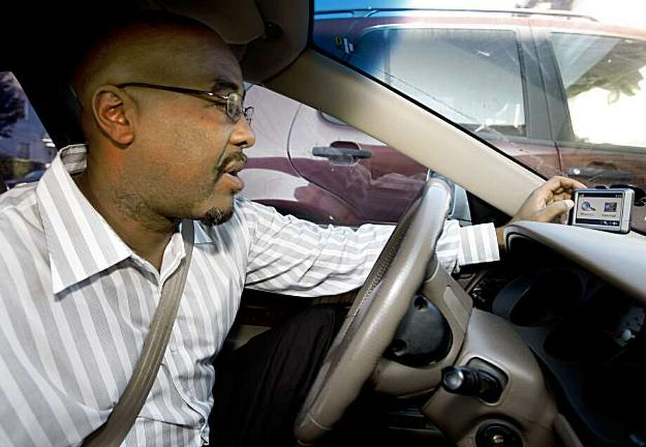 Victor Gilbert drives his car equipped with a portable GPS receiver that detects and warns him of speed traps and red light cameras in Oakland, Calif., on Thursday, Aug. 27, 2009. Photo: Paul Chinn, The Chronicle