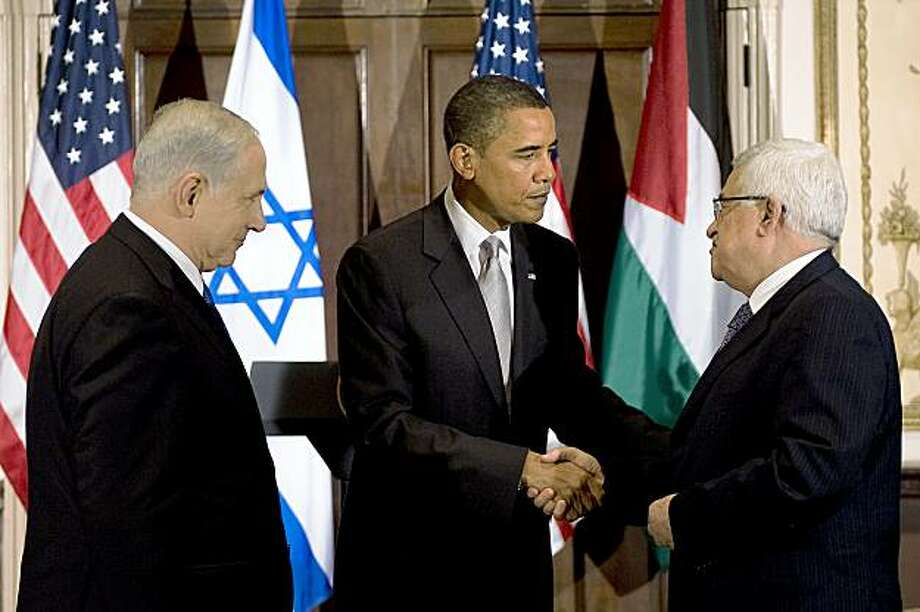 Israeli Prime Minister Benjamin Netanyahu (L) watches as US President Barack Obama (C) shakes hands with Palestinian President Mahmoud Abbas before a trilateral meeting at the Waldorf Astoria in New York, NY, September 22, 2009. Photo: Jim Watson, AFP/Getty Images
