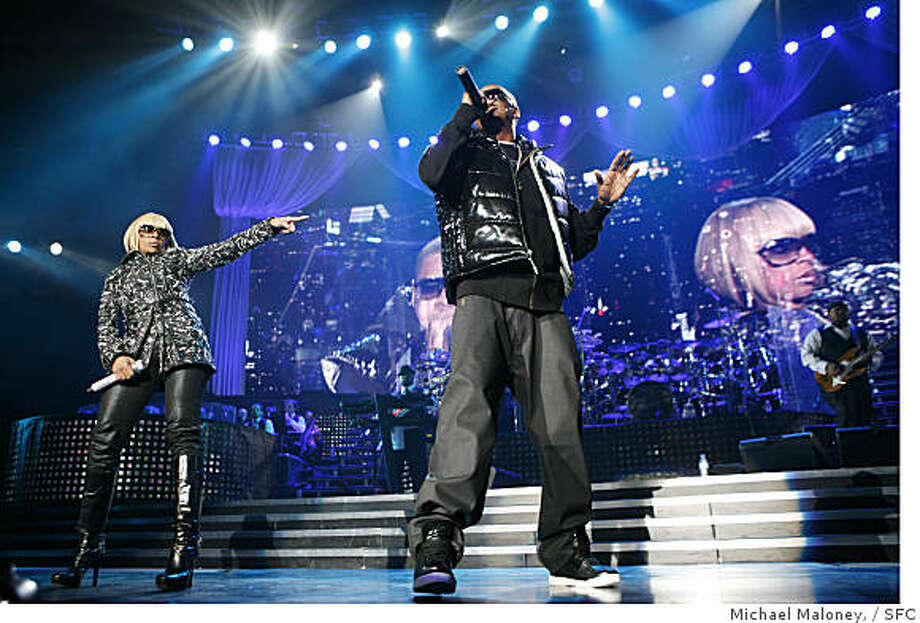 Mary J. Blige and Jay-Z  perform an opening duet on stage Monday night April 21, 2008 at the Oracle Arena in Oakland, Calif. Photo: Michael Maloney,, SFC