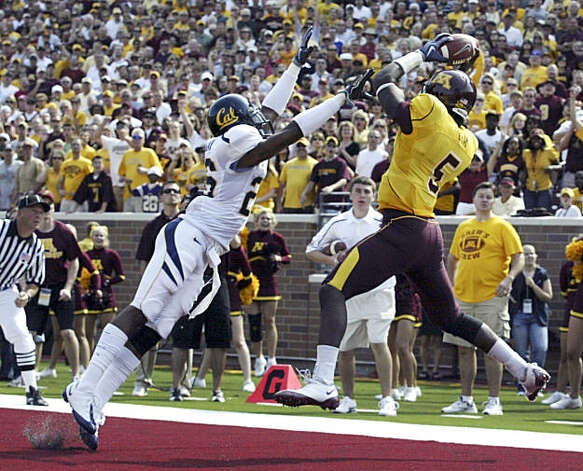 Minnesota receiver MarQueis Gray (5) catches a seven-yard touchdown pass as California cornerback Darian Hagan (26) defends during the second half of an NCAA football game, Saturday, Sept. 19, 2009 in Minneapolis. California won 35-21. (AP Photo/Paul Battaglia) Photo: Paul Battaglia, AP