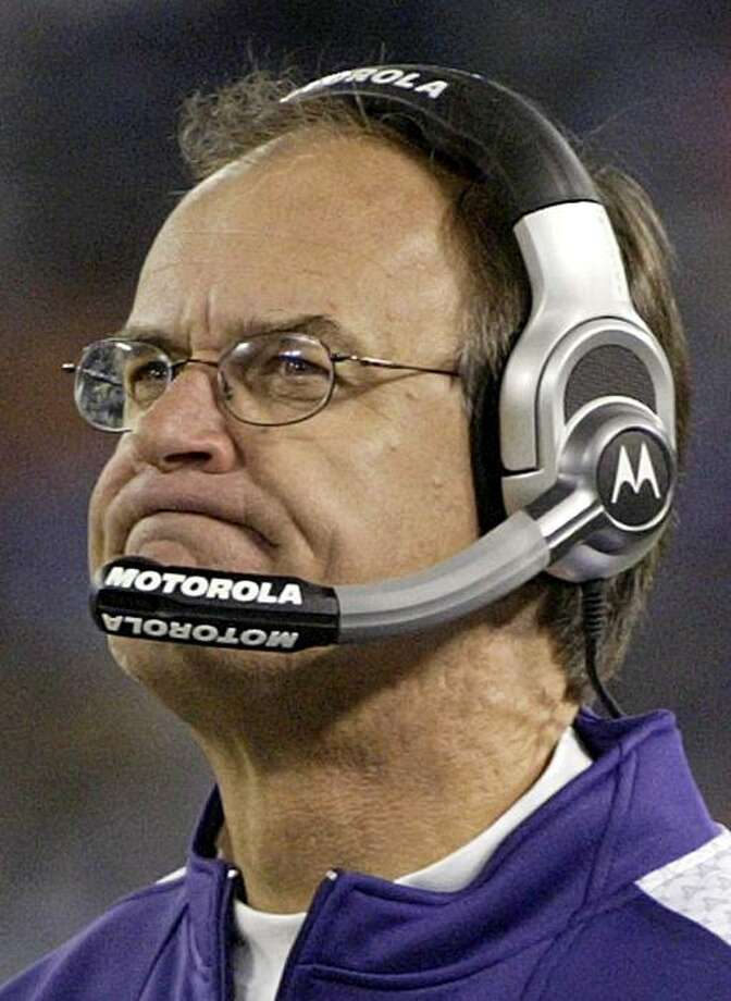 Baltimore Ravens head coach Brian Billick, is seen on the sidelines during their Ravens' NFL football game against the Cincinnati Bengals in Baltimore, Maryland in this November 11, 2007, file photo. Billick was fired by the club owner Steve Bisciotti, announced on December 31, 2007. Billick, who lead the Ravens to a win in Super Bowl XXXV in 2000, finished this season with a 5-11 record. Picture taken November 11, 2007. REUTERS/Joe Giza/Files (UNITED STATES) Photo: Joe Giza, Reuters