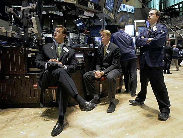 Traders and specialists on the floor of the New York Stock Exchange watch President Barack Obama's address from Federal Hall, Monday, Sept. 14, 2009. (AP Photo/Richard Drew) Photo: Richard Drew, AP