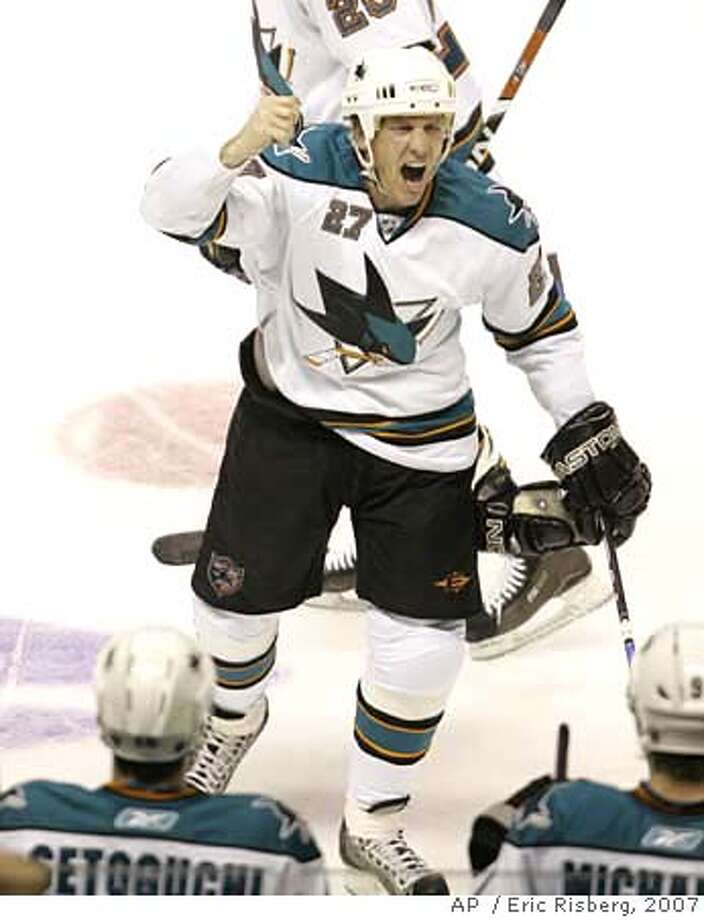 ###Live Caption:San Jose Sharks' center Jeremy Roenick reacts after scoring his 500th career goal against the Phoenix Coyotes in the second period of their hockey game in San Jose, Calif., Saturday, Nov. 10, 2007. (AP Photo/Eric Risberg)###Caption History:San Jose Sharks' center Jeremy Roenick reacts after scoring his 500th career goal against the Phoenix Coyotes in the second period of their hockey game in San Jose, Calif., Saturday, Nov. 10, 2007. (AP Photo/Eric Risberg) Ran on: 11-11-2007  Jeremy Roenick yells after becoming first player to reach 500 goals while playing for the Sharks.  Ran on: 11-11-2007  Jeremy Roenick yells after becoming first player to reach 500 goals while playing for the Sharks.###Notes:###Special Instructions:EFE OUT Photo: Eric Risberg