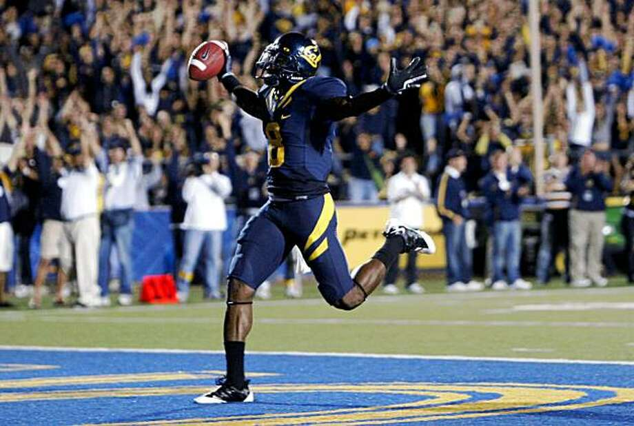 California #8 Nyan Boateng runs into the end zone after catching a Kevin Riley pass for a touchdown late into the 2nd quarter. CAL leads Maryland 31-6 at the half. Sept 5, 2009. Photo: Lance Iversen, The Chronicle