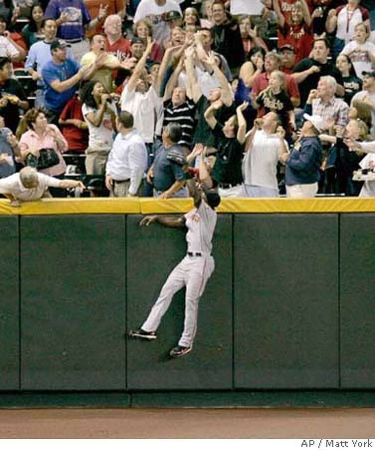 ###Live Caption:San Francisco Giants left fielder Fred Lewis watches a two-run home run hit by Arizona Diamondbacks' Eric Byrnes land in the stands during the fifth inning of a baseball game Monday, April 21, 2008 in Phoenix. (AP Photo/Matt York)###Caption History:San Francisco Giants left fielder Fred Lewis watches a two-run home run hit by Arizona Diamondbacks' Eric Byrnes land in the stands during the fifth inning of a baseball game Monday, April 21, 2008 in Phoenix. (AP Photo/Matt York)###Notes:Fred Lewis###Special Instructions:EFE OUT Photo: Matt York