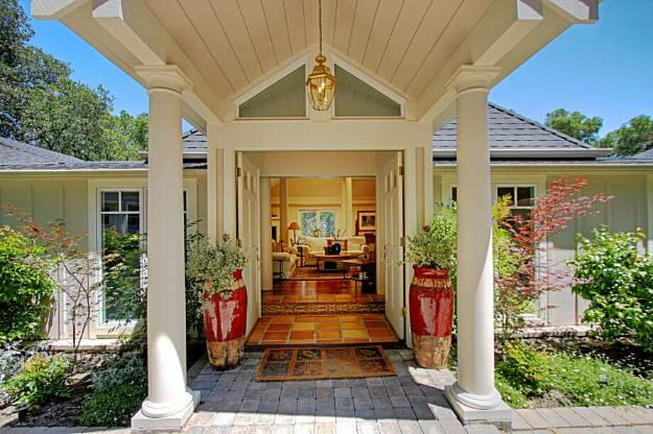 The entry way on 33 Monte Vista Road in Orinda. Photo: Todd Taylor, Todd Taylor Photography