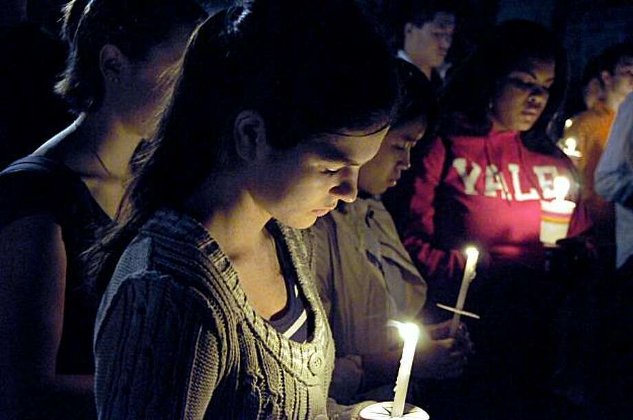 Freshman Diana Stoianov, 17, and other students hold a candlelight vigil for graduate student Annie Le on the Yale University campus in New Haven, Conn. on Monday, Sept.14, 2009. Le's body was found in a medical building where she worked, and police are now treating the case as a homicide. (AP Photo/George Ruhe) Photo: George Ruhe, AP