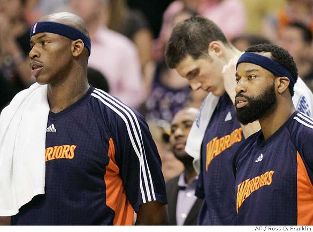###Live Caption:Golden State Warriors' Al Harrington, left, Kosta Perovic, center, of Serbia, and Baron Davis watch the closing moments of their loss to the Phoenix Suns in the fourth quarter of an NBA basketball game Monday, April 14, 2008, in Phoenix. The Suns defeated the Warriors 122-116. (AP Photo/Ross D. Franklin)###Caption History:Golden State Warriors' Al Harrington, left, Kosta Perovic, center, of Serbia, and Baron Davis watch the closing moments of their loss to the Phoenix Suns in the fourth quarter of an NBA basketball game Monday, April 14, 2008, in Phoenix. The Suns defeated the Warriors 122-116. (AP Photo/Ross D. Franklin)###Notes:Al Harrington, Kosta Perovic, Baron Davis###Special Instructions:EFE OUT