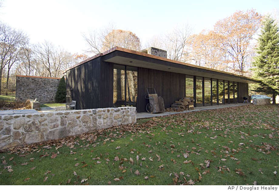 **APN ADVANCE FOR SUNDAY, APRIL 20, 2008** The home of Lyn and Arthur Chivvis, designed by renowned modernist architect Eliot Noyes. is seen, Friday Nov. 30, 2007 in New Canaan, Conn. Many of today's modernist homes are passing the 50-year mark, making them eligible for historic designation and protection under federal, state and local rules. (AP Photo/Douglas Healey). Photo: Douglas Healey