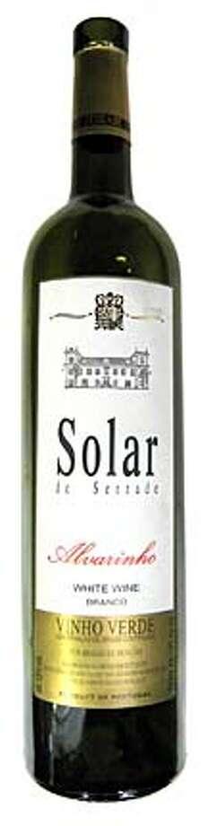 ###Live Caption:An empty bottle of 2006 Solar de Serrade Vinho Verde Alvarinho###Caption History:An empty bottle of 2006 Solar de Serrade Vinho Verde Alvarinho###Notes:###Special Instructions: Photo: Erick Wong / SFC