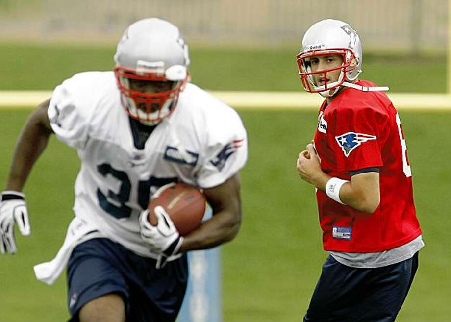 New England Patriots back up quarterback Andrew Walter, right, hands the ball to running back Chris Taylor (35) during practice at the training facility in Foxborough, Mass., Monday, Aug. 31, 2009. (AP Photo/Stew Milne) Photo: Stew Milne, AP