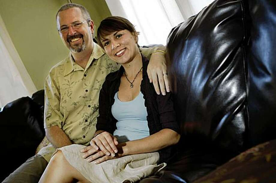 Stephen Sexton (l to r) and Jenna Stauffer, both of Oakland, are seen on their couch at their home on Sunday, August 30, 2009. Photo: Lea Suzuki, The Chronicle