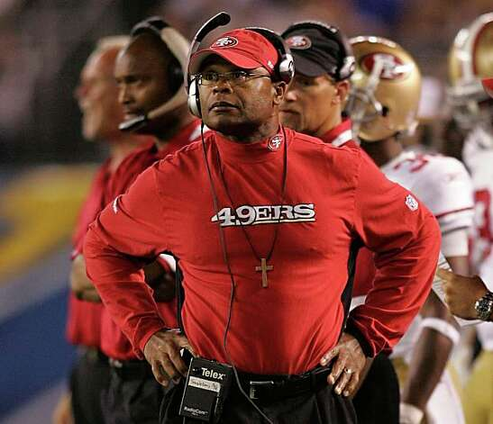 San Francisco 49ers coach Mike Singletary paces the sidelines  during the 49ers' NFL preseason football game  against the San Diego Chargers Friday, Sept. 4, 2009 in San Diego.  (AP Photo/Chris Park) Photo: Chris Park, AP / ONLINE_YES