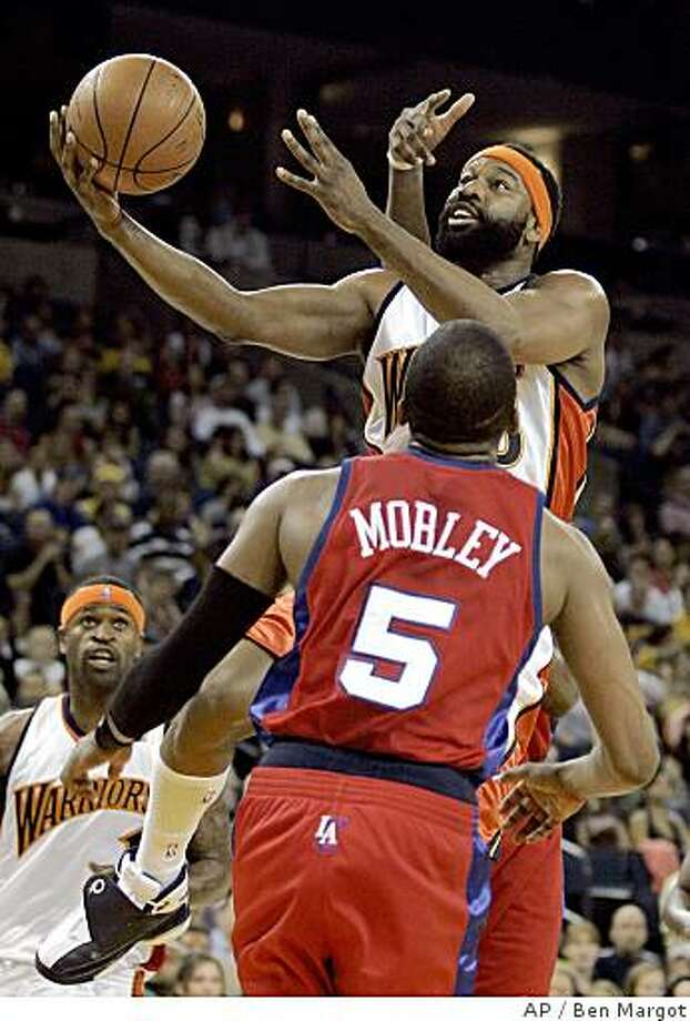 Golden State Warriors' Baron Davis goes up for a basket against Los Angeles Clippers' Cuttino Mobley (5) during the first half of an NBA basketball game Saturday, April 12, 2008, in Oakland, Calif. (AP Photo/Ben Margot) Photo: Ben Margot, AP