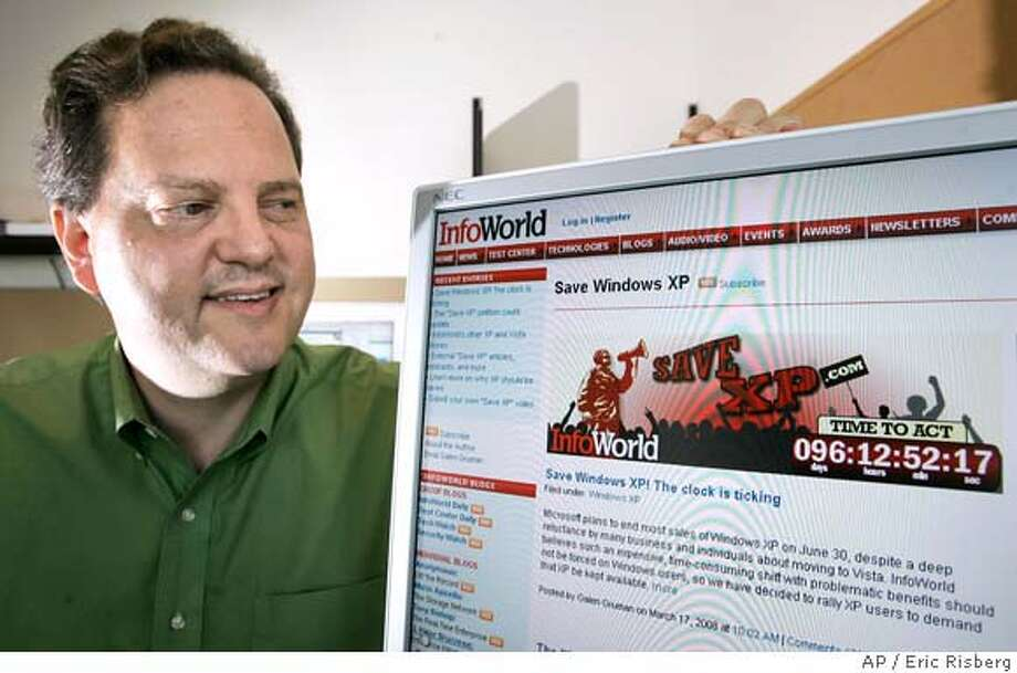 ** ADVANCE FOR MONDAY, APRIL 14 ** Galen Gruman, executive editor of InfoWorld, looks over a computer screen displaying a Save XP countdown clock at his office in San Francisco, Calif., Tuesday, March 25, 2008. (AP Photo/Eric Risberg) Photo: Eric Risberg