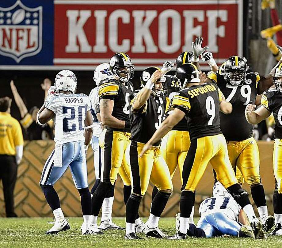 Pittsburgh Steelers place kicker Jeff Reed, center, celebrates with teammates after hitting a 33-yard field goal in overtime to beat the Tennessee Titans in an NFL football gme, Thursday, Sept. 10, 2009 at Heinz Field in Pittsburgh. The Steelers won 13-10 in overtime. (AP Photo/Keith Srakocic) Photo: Keith Srakocic, AP