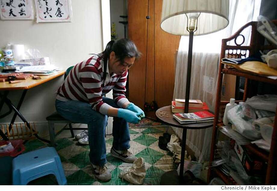 ###Live Caption:To pass the time since her husband death, Li Man Luo sorts through a collection of old pennies, on Wednesday, May, 6, 2007, that he took decades to amass. It appears the 911 system failed her husband, Look Lee, when ambulance crews showed up well after the 6 minute time limit for emergency response.  Mike Kepka / The San Francisco Chronicle###Caption History:To pass the time since her husband death, Li Man Luo sorts through a collection of old pennies, on Wednesday, May, 6, 2007, that he took decades to amass. It appears the 911 system failed her husband, Look Lee, when ambulance crews showed up well after the 6 minute time limit for emergency response.  Mike Kepka / The San Francisco Chronicle###Notes:###Special Instructions:MANDATORY CREDIT FOR PHOTOG AND SAN FRANCISCO CHRONICLE/NO SALES-MAGS OUT Photo: Mike Kepka