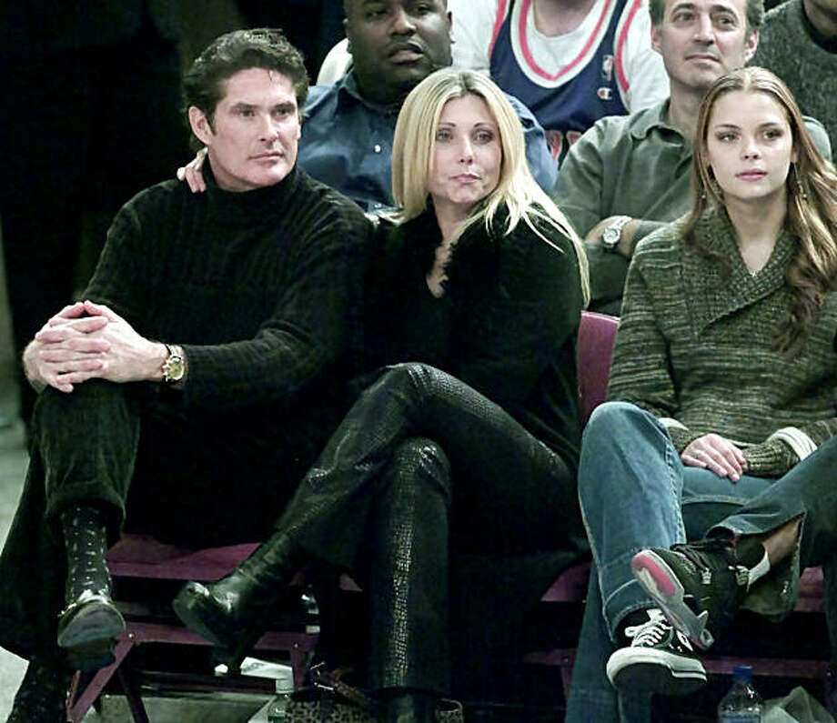 Actor David Hasselhoff (L) sits with his wife, and model James King (R) as they watch the New York Knicks play the Los Angeles Clippers during their NBA game December 4, 2000 at New York's Madison Square Garden. His wife is unidentified. REUTERS/Ray Stubblebine Photo: Ray Stubblebine, Reuters