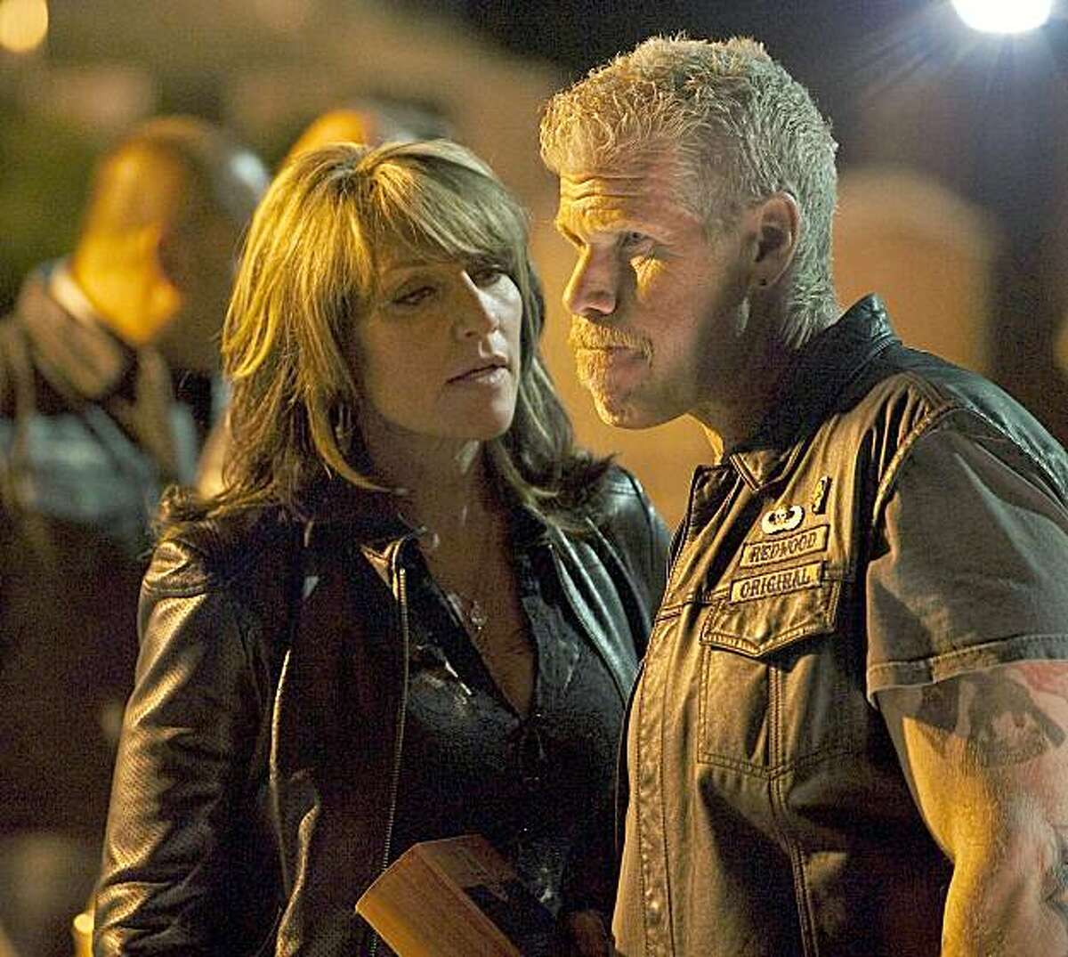 SONS OF ANARCHY: 201: L-R: Katey Sagal as Gemma Teller and Ron Perlman as Clay Morrow on the episode