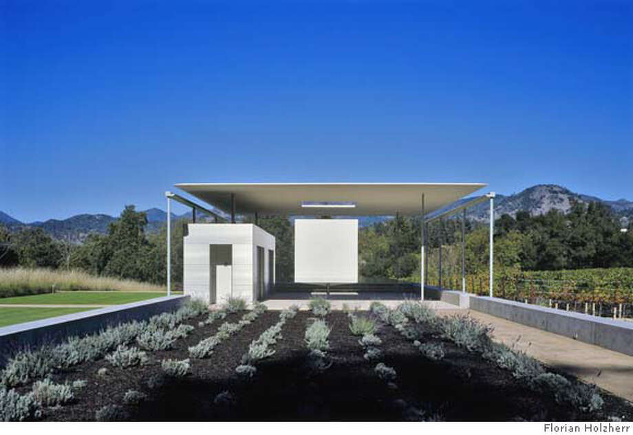 Jame's Turrell's Skyspace cube and pavillion at the Calistoga home of vintners Norah and Norman Stone. For 4/13/2008 magazine use only. Credit Rien Van Rijthoven Photo: Florian Holzherr