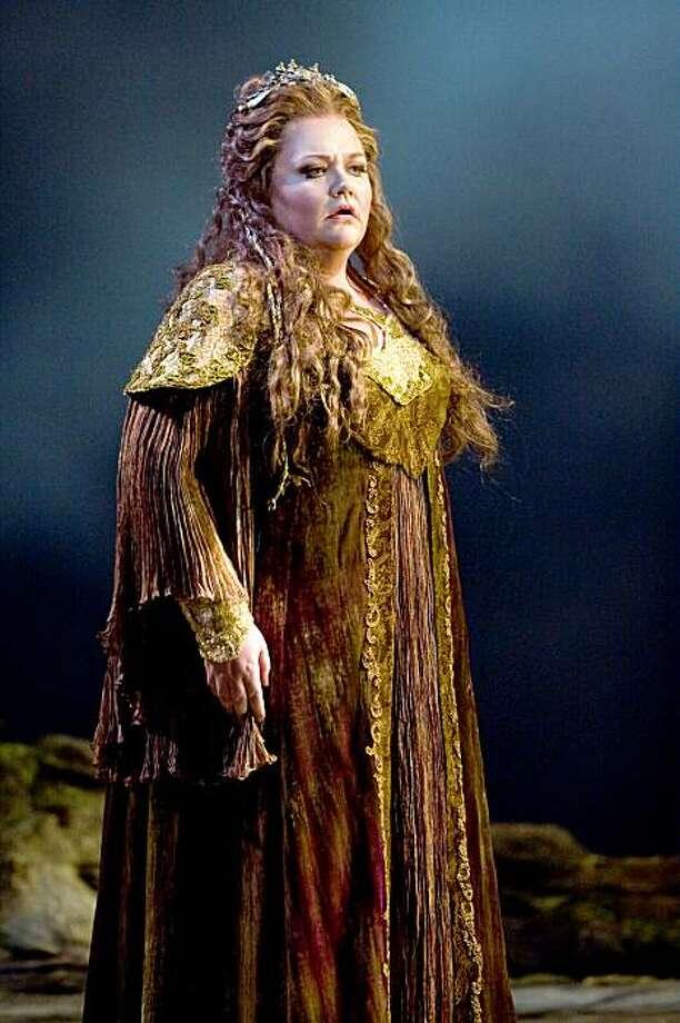"Mezzo-soprano Stephanie Blythe as Fricka in Wagner's ""Die Walküre"" at the Metropolitan Opera. Stephanie Blythe as Fricka in WagnerÕs ÒDie WalkŸre.Ó Photo: Marty Sohl/Metropolitan Opera Photo: Marty Sohl, Metropolitan Opera"