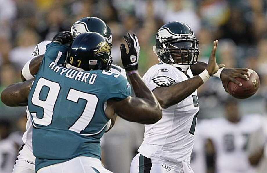 Philadelphia Eagles quarterback Michael Vick, right, passes during the first quarter of a preseason NFL football game against the Jacksonville Jaguars, Thursday, Aug. 27, 2009, in Philadelphia. (AP Photo/Matt Slocum) Photo: Matt Slocum, AP