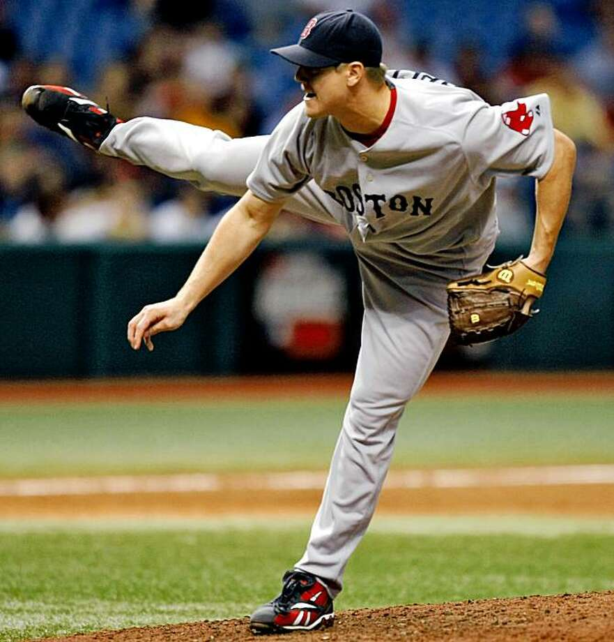 Boston Red Sox pitcher Jonathan Papelbon delivers to the Tampa Bay Rays during the eighth inning of a baseball game Tuesday Sept. 1, 2009 in St. Petersburg, Fla. The Red Sox defeated the Rays 8-4. (AP Photo/Chris O'Meara) Photo: Chris O'Meara, AP