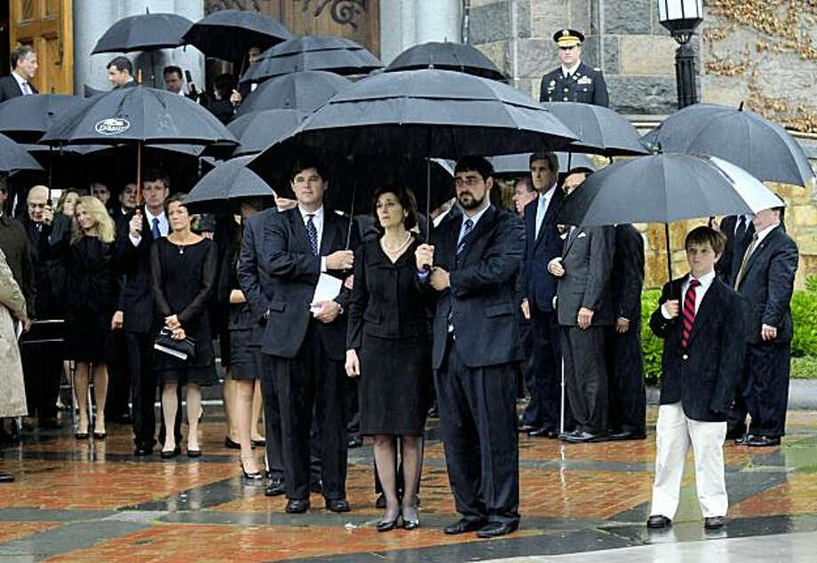 Widow Victoria Kennedy and family members look at Senator Edward Kennedy's coffin leave Our Lady of Perpetual Help Basilica after a funeral mass in the Mission Hill neighborhood of Boston on August 29, 2009. President Barack Obama, three former presidents and a nation's elite gathered in the rain to attend a grand Catholic funeral for Ted Kennedy, America's legendary political patriarch.    AFP PHOTO/Emmanuel Dunand (Photo credit should read EMMANUEL DUNAND/AFP/Getty Images) Photo: Emmanuel Dunand, AFP/Getty Images