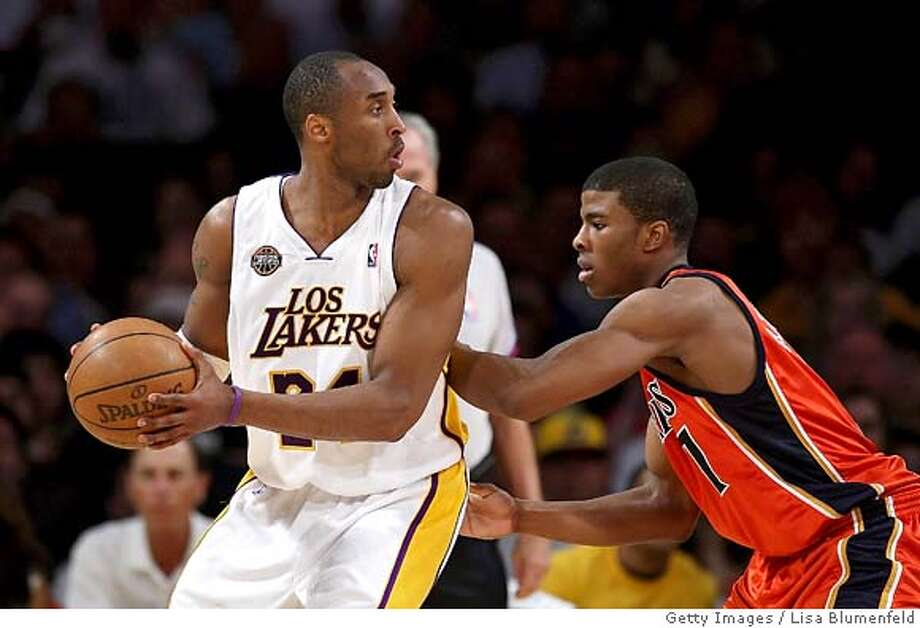 LOS ANGELES, CA - MARCH 23: Kobe Bryant #24 of the Los Angeles Lakers drives against Kelenna Azubuike #7 of the Golden State Warriors at Staples Center on March 23, 2008 in Los Angeles, California. NOTE TO USER: User expressly acknowledges and agrees that, by downloading and or using this Photograph, user is consenting to the terms and conditions of the Getty Images License Agreement. (Photo by Lisa Blumenfeld/Getty Images)  Ran on: 04-06-2008  Kelenna Azubuike, here defending Kobe Bryant, has emerged again as the Warriors' key role player. Photo: Lisa Blumenfeld