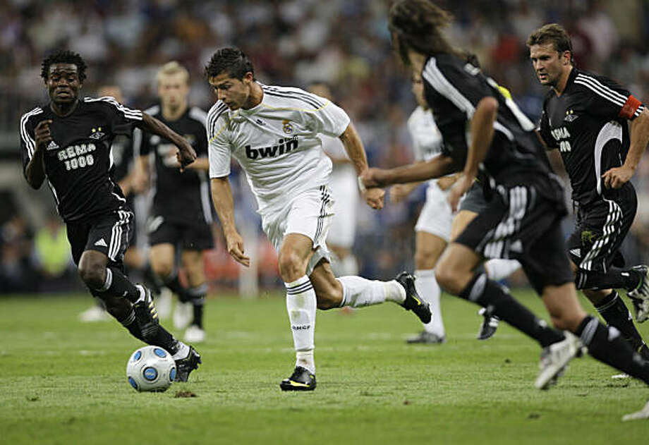 Real Madrid's Cristiano Ronaldo of Portugal, centre runs with the ball during the Santiago Bernabeu trophy match against Rosenborg in the Santiago Bernabeu stadium in Madrid, Monday Aug. 24, 2009. (AP Photo/Paul White) Photo: Paul White, AP