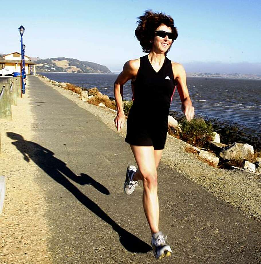 Sarah McMoyler is a distance runner taking her morning run at the promenade in Benicia, Calif.,  on Monday, July 20, 2009. Photo: Liz Hafalia, The Chronicle