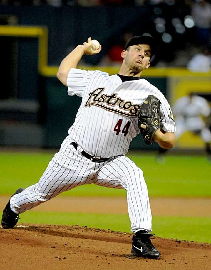 Houston Astros' Roy Oswalt (44) delivers a pitch in the first inning against the Arizona Diamondbacks in a baseball game Friday, Aug. 21, 2009 in Houston. (AP Photo/Pat Sullivan) Photo: Pat Sullivan, AP
