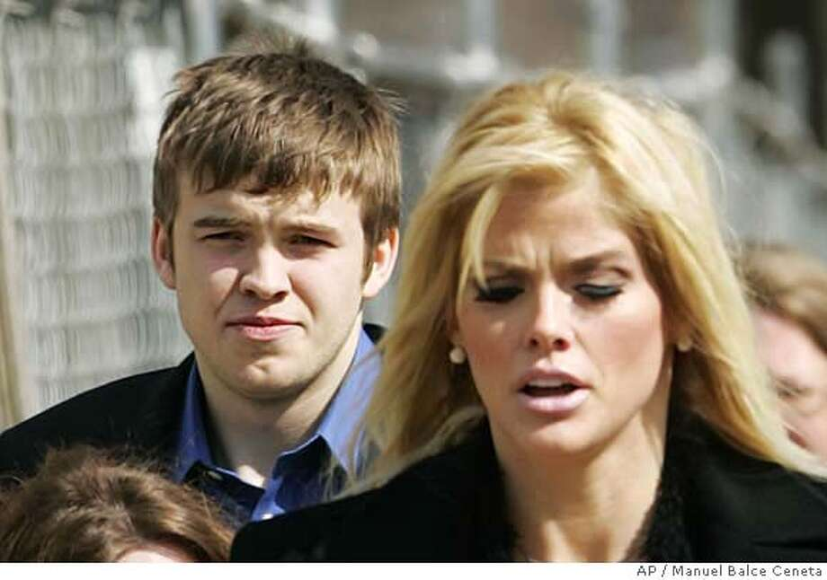 ###Live Caption:**FILE**Anna Nicole Smith, right, leaves the U.S. Supreme Court in Washington with her son Daniel Smith in this Feb. 28, 2006 file photo. A Bahamas jury determined Monday, March 31, 2008, that Daniel died from an accidental drug overdose. The seven-member jury recommended no criminal charges. The son of the former Playboy playmate died in September 2006 after coming to the Bahamas to meet his new baby sister. His mother died early the next year. (AP Photo/Manuel Balce Ceneta)###Caption History:**FILE**Anna Nicole Smith, right, leaves the U.S. Supreme Court in Washington with her son Daniel Smith in this Feb. 28, 2006 file photo. A Bahamas jury determined Monday, March 31, 2008, that Daniel died from an accidental drug overdose. The seven-member jury recommended no criminal charges. The son of the former Playboy playmate died in September 2006 after coming to the Bahamas to meet his new baby sister. His mother died early the next year. (AP Photo/Manuel Balce Ceneta)###Notes:SMITH###Special Instructions:FEB. 28, 2006 FILE PHOTO. Photo: MANUEL BALCE CENETA