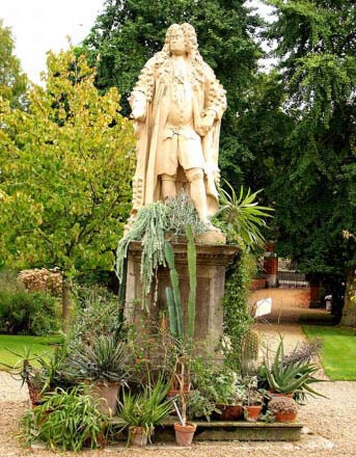 ###Live Caption:Chelsea Physic Garden: Hans Sloane stands center in the garden.  Hans Sloane stands center in the garden###Caption History:Chelsea Physic Garden: Han Sloane stands center in the garden.  Hans Sloane stands center in the garden###Notes:###Special Instructions: Photo: Yvonne Michie Horn Picasa 2.7