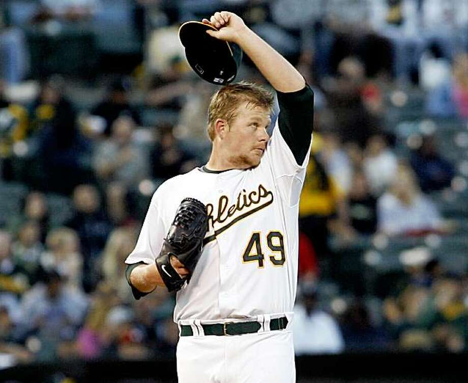 Oakland Athletics' pitcher Brett Anderson takes a moment after giving up a 2-run homerun to the Chicago White Sox' Ramon Castro in the second inning of a  baseball game, Friday, Aug. 14, 2009 in Oakland, Calif.   (AP Photo/Dino Vournas) Photo: Dino Vournas, AP