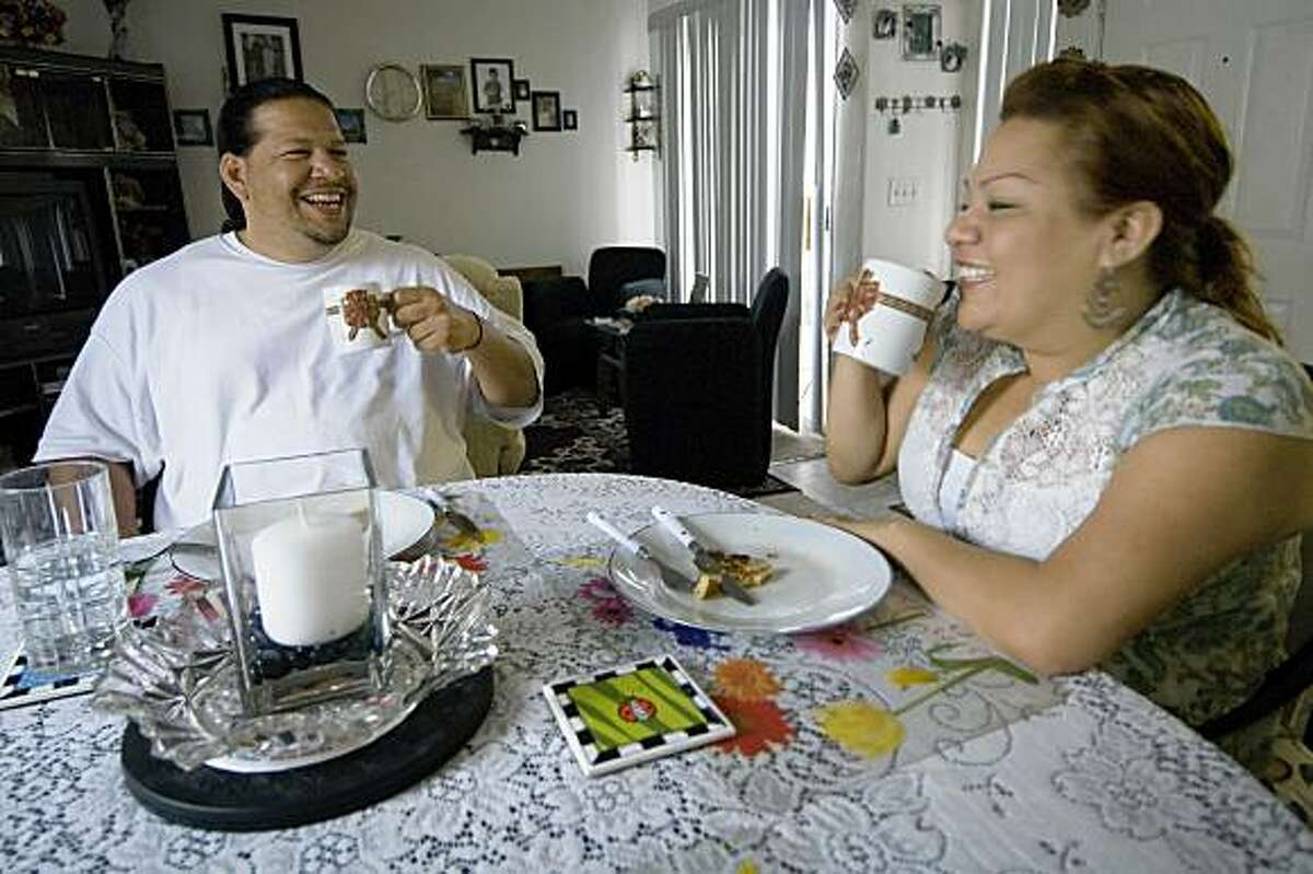 56786 Hector Veloz (L) has breakfast with his girlfriend Karina Cordova (R) at his aunt's home in San Marcos, California on Friday, May 29, 2009. By JOSHUA GATES WEISBERG/SPECIAL TO THE CHRONICLE