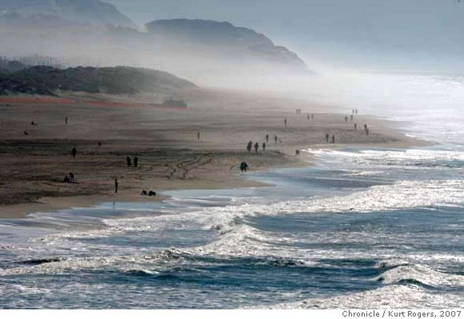 ###Live Caption:Looking south from the Cliff House, Ocean beach in San Francisco is still open people are walking and surfing.###Caption History:Looking south from the Cliff House, Ocean beach in San Francisco is still open people are walking and surfing.  OIL_OCEANBEACH_0041_KR.jpg  Kurt Rogers / The Chronicle Photo taken on 11/14/07, in San Francisco, CA, USA###Notes:###Special Instructions:MANDATORY CREDIT FOR PHOTOG AND SAN FRANCISCO CHRONICLE/NO SALES-MAGS OUT Photo: Kurt Rogers