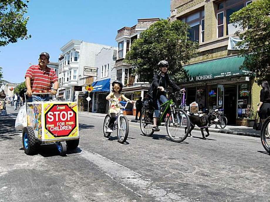 Sunday Streets in the Mission District. Photo: Rhonda Winter