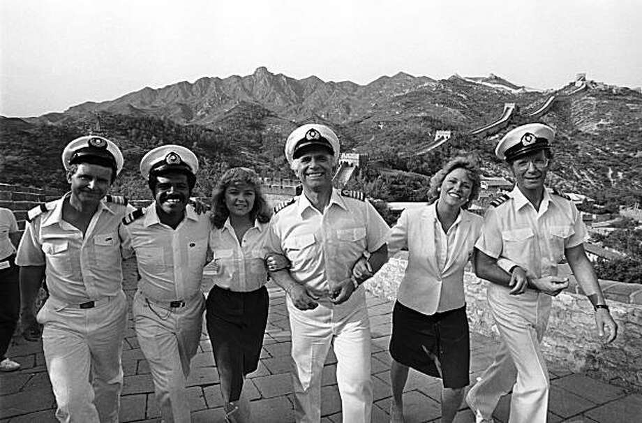 "Some of the cast of the television series ""The Love Boat,"" walk hand in hand, May 30, 1983, at the Great Wall near Beijing, China.  From left to right:  Fred Grandy, Ted Lange, Jill Whalen, Gavin MacLeod, Lauren Tewes and Bernie Kopell.  (AP Photo/Liu Heung Shing) Photo: LIU HEUNG SHING, AP"