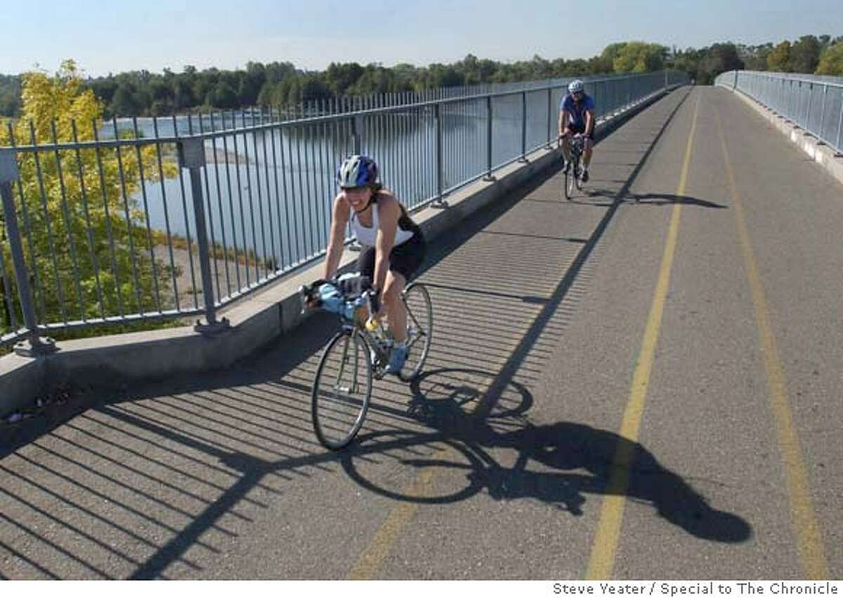 ###Live Caption:Cyclists cross a bridge over the American River at Goethe Park on the American River Parkway bicycle trail in Rancho Cordova, Calif., on Wednesday, Oct. 11, 2006. Photo by Steve Yeater / Special to The Chronicle###Caption History:Cyclists cross a bridge over the American River at Goethe Park on the American River Parkway bicycle trail in Rancho Cordova, Calif., on Wednesday, Oct. 11, 2006.(Photo/Steve Yeater)###Notes:###Special Instructions: