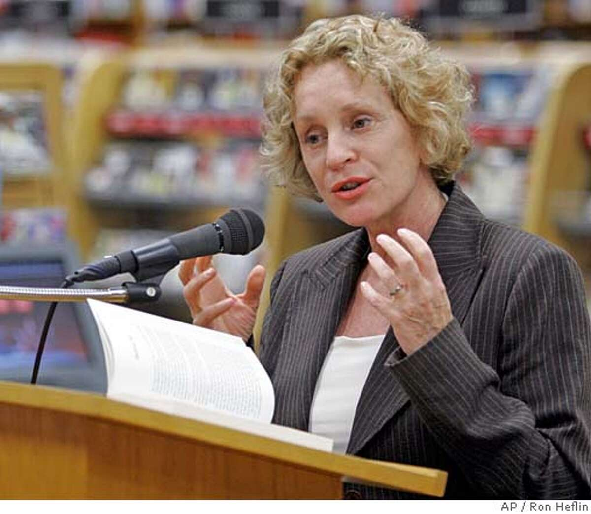 ** ADVANCE FOR TUESDAY, NOV. 21 **British writer Philippa Gregory speaks at a Dallas bookstore during a stop on her U.S. book tour Monday, Oct. 2, 2006. Gregory says that to write good historical fiction, one must forget that the ending is a foregone conclusion. (AP Photo/Ron Heflin) ADVANCE FOR TUESDAY, NOV. 21. AN OCT. 2, 2006, PHOTO