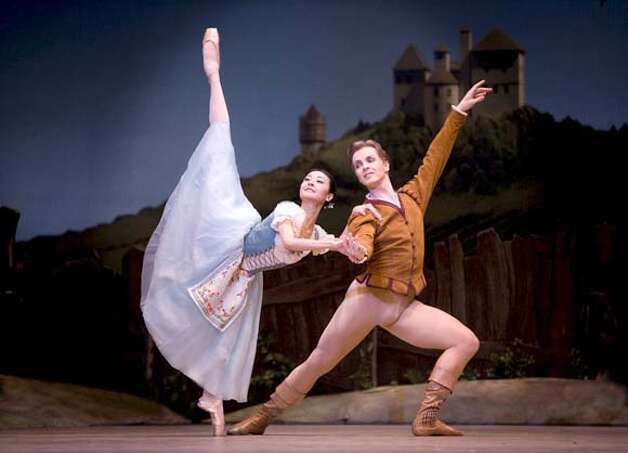 Yuan Yuan Tan and Tiit Helimets in Tomasson's Giselle. Erik Tomasson MASTER IMAGE  2008 Repertory - Program 3  San Francisco Ballet in Tomasson's Giselle  (© Erik Tomasson)  MASTER IMAGE  2008 Repertory - Program 3  San Francisco Ballet in Tomasson's Giselle  ( Erik Tomasson)  MASTER IMAGE  2008 Repertory - Program 3  San Francisco Ballet in Tomasson's Giselle  (© Erik Tomasson) Photo: Erik Tomasson