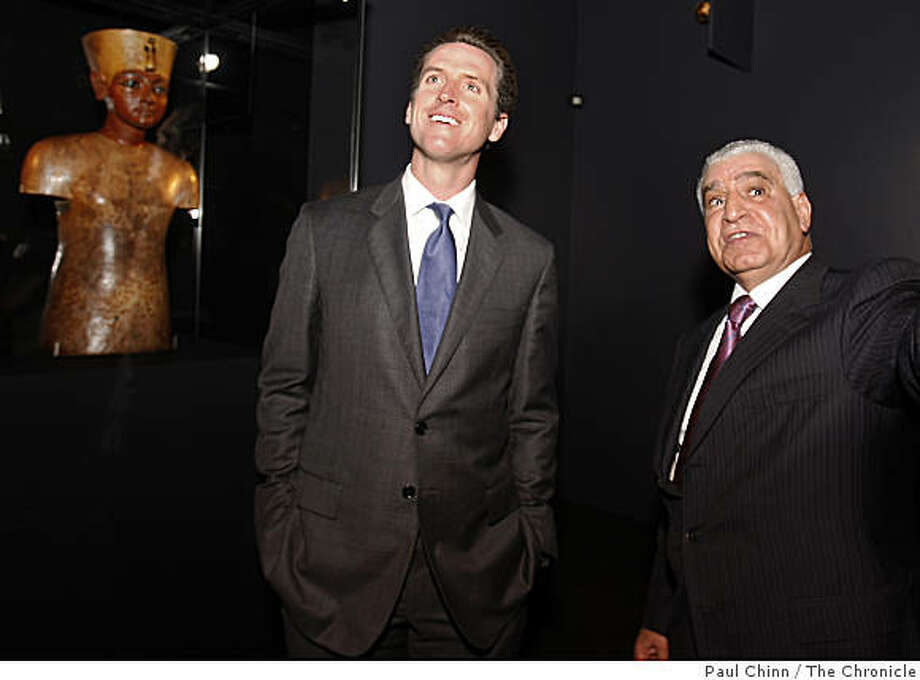 Mayor Gavin Newsom gets a personal tour of the King Tut exhibit with Dr. Zahi Hawass, secretary general of the Supreme Council of Antiquities in Egypt, at the de Young Museum in San Francisco, Calif., on Wednesday, June 24, 2009. Photo: Paul Chinn, The Chronicle