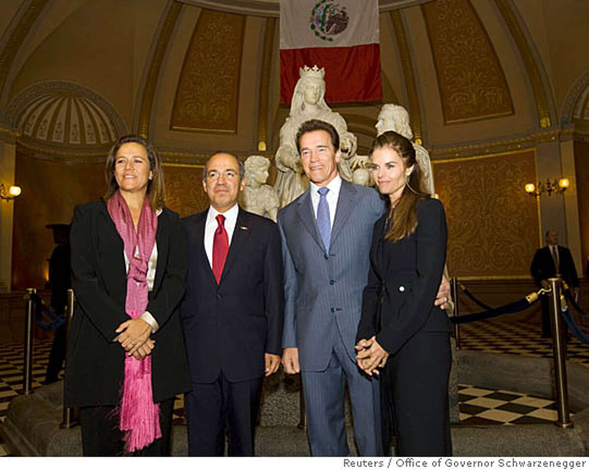 California Governor Arnold Schwarzenegger and his wife Maria Shriver (R) welcome Mexico's President Felipe Calderon (2nd L) and his wife, Margarita Zavala (L), to the State Capitol in Sacramento, California, February 13, 2008. REUTERS/ William Foster/Office of Governor Schwarzenegger/Handout (UNITED STATES). EDITORIAL USE ONLY. NOT FOR SALE FOR MARKETING OR ADVERTISING CAMPAIGNS.