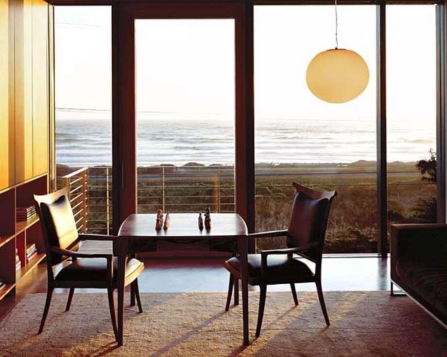 IIDA Merit Award Winner Ocean Beach Residence Photo: Dwight Eschliman